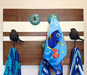 I LOVE this quick and easy home decor project! Here's How to Make a Pretty and Easy DIY Wood Towel Rack any size, to match any room. Make a wall mounted towel holder.